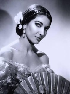 Maria Callas renowned opera singers of the (Soprano) Maria Callas, Divas, Soprano, Opera Singers, Black And White Portraits, Classical Music, Famous Faces, Professional Photographer, Ikon