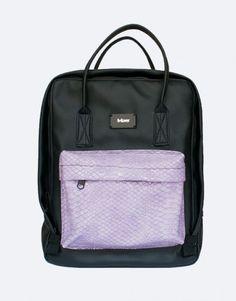 muchila-negra-bolsillo-lila-web Color Negra, Fashion Backpack, Back To School, Backpacks, Bags, Shopping, School Backpacks, Pockets, Lilac