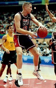 Kicks On Court Classic // The 1992 Dream Team Team Usa Basketball, Olympic Basketball, Basketball Pictures, Basketball Legends, Love And Basketball, Basketball Hoop, Dream Team 1992, Chris Mullin, Olympic Athletes
