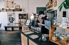程よくカジュアルなコーヒーショップ「CAFENOTO COFFEE(カフェノオト コーヒー)」。 自らの手で作…