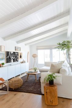 A Tech Expert's Breezy Beach House Is Decorated with Wellness in Mind This beachy minimalist house has a breezy and bright atmosphere because of the clean white walls and white and natural wood furniture pieces. Beach House Tour, Malibu Beach House, Beach House Decor, Beach House Interiors, California Beach Houses, Malibu Houses, Modern Beach Decor, California Home Decor, Beach House Furniture