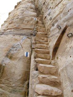 Ein Avdat, Israel - Ein Avdat es un espectacular cañón estrecho en el Negev, al sur del kibutz de Sde Boker. En la abertura del cañón el agua de numerosos manantiales desciende