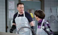 """The billionaire CEO of SpaceX and Tesla, Elon Musk, shows his softer side on this week's episode of """"The Big Bang Theory. Elon Musk Tesla, Tesla Ceo, Tony Stark, Tim Beta, Getting Back Together, The Simpsons, Bigbang, Bangs, Fun Facts"""