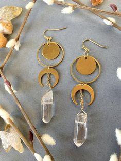 Keep Jewelry, Cute Jewelry, Boho Jewelry, Jewelery, Jewelry Making, Shell Jewelry, Brass Jewelry, Jewelry Ideas, Moon Earrings