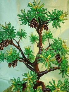 """Купить Дерево из бисера """"Чьи в лесу шишки?"""" - зеленый, интерьерная композиция, фигурка из фарфора, белка"""