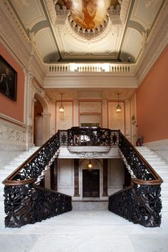 The staircase Dartmouth House, Mayfair, London. Not bad, eh? English Manor Houses, English Castles, Dartmouth House, Grey Brick Houses, Beautiful Homes, House Beautiful, Stairway To Heaven, Architectural Features, Staircase Design