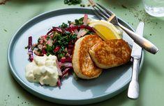 Fiskekaker kan varieres på mange måter, prøv denne oppskriften hvor vi serverer fiskekaker med byggkornsalat. Mashed Potatoes, French Toast, Chicken, Breakfast, Ethnic Recipes, Morning Coffee, Shredded Potatoes, Morning Breakfast, Cubs
