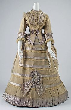 tabodesign:  Fantastic (if a bit faded) bustle dress, ca. 1868-1870
