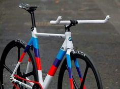 JustRideIt, a custom bike shop in Melbourne, Australia, delivers an exciting bicycle based on the new BMW Safety Car Coupe. Suv Bmw, Bmw M4, Velo Design, Bicycle Design, Bmx Cycles, Bicycle Painting, Fixed Gear Bicycle, Yamaha Motorcycles, Bike Photo