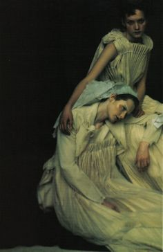 Paolo Roversi for Vogue Italia | vintage style | friendship | comfort | seated | brilliant composition | fashion editorial | victorian era | friends | dark & moody image
