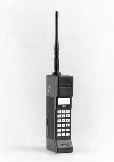 Mobira Cityman 900 -matkapuhelin, Design: Jorma Pitkonen ja Matti Makkonen (1987), Nokia-Mobira #matkapuhelimet #nokia #mobiracityman #teollinenmuotoilu #suomalainenmuotoilu #finnishdesign #industiraldesign #mobilephones