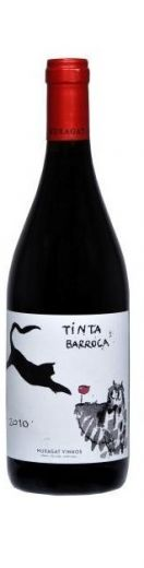 #wine #douro #mux O Muxagat Tinta Barroca apresenta uma cor vermelha leve. Com aromas a cereja, framboesa e rosas.Quanto ao paladar é um vinho fácil de beber com uma boca suave e longa deixando aromas a fruta fresca e especiarias.