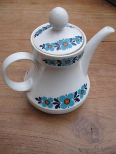 Teapot by SimoneRetro, via Flickr