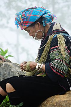 Hmong Woman weaving hemp in Sapa Vietnam. By aroundtheisland on Etsy