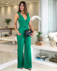 Green Fashion, Elegant Outfit, Classy Outfits, Jumpsuits For Women, Boutique Clothing, Get Dressed, Casual Looks, Fashion Dresses, Womens Fashion