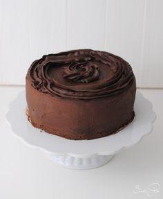 Schokoladen Biskuit gefüllt mit Schokoladen Ganache und mit eben dieser umhült. Im wahrsten Sinne eine Schokoladenbombe.
