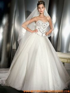 my dream wedding dress Different Wedding Dresses, Best Wedding Dresses, Wedding Gowns, Bridal Gowns, Lovely Dresses, Beautiful Gowns, Strapless Organza, Bridal Lace, Bridal Shoes