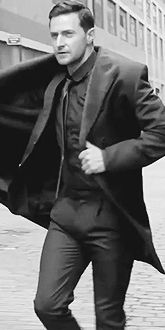 No body does it better♪♫♪ This is how you don an overcoat! (moving thighs..Lordy!)