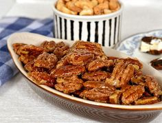 Candied Pecans with maple syrup and brown sugar Glazed Nuts Recipe, Glazed Pecans, Roasted Pecans, Candied Pecans, Easy Dinner Recipes, Appetizer Recipes, Appetizers, Party Recipes, Dinner Ideas