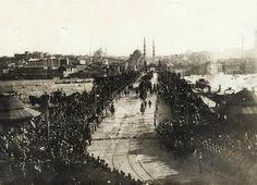 İstanbul'un kurtuluşu... 6 Ekim 1923 sabahı Şükrü Naili Paşa komutasındaki 3. Kolordu İstanbul'a ulaştı.