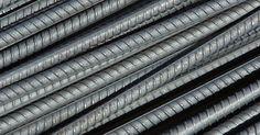 Cómo cortar varillas de acero. El acero es uno de los materiales de construcción más durables. La variedad inoxidable se puede utilizar en exteriores o cerca de agua debido a que es resistente al óxido. Las varillas de acero se usan en una variedad de proyectos en exteriores como también en la construcción de escaleras, pasamanos y automóviles. Si necesitas cortar una varilla ...