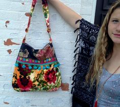 Fun Boho Bag by Justbepurses on Etsy Hippie Bags, Boho Bags, Diy Bags Purses, Carpet Bag, Fabric Remnants, Purse Patterns, Vintage Fabrics, Backpack Bags, Etsy