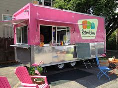 Retrolicious is my favorite of the Portland Oregon Food Carts. Think classic comfort foods like creamy Mac 'n cheese with penne, aged cheddar and pimento