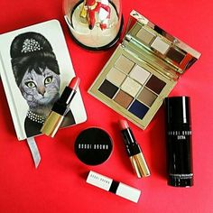 Feeling so FAB for any party with @bobbibrown Caviar & Ruby Collection. This ruby red and gold compact houses 9 metallic  shimmer and matte eye shadow shades. Pair it with limited-edition Extra Illuminating Moisture Balm for a lit-from-within skin and new Luxe Lip Colors. So ready for any night out now!! #festivebeauty #beautywishlist #partyready #christmasiscoming #bobbibrownholiday #bobbibrownthailand #holidaymakeup #holidaycollection #rubyandcaviar #bazaarbeautybuy #bazaarthailand…