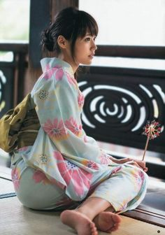 The Kimono Gallery — Kasumi Arimura in yukata. Japanese Outfits, Japanese Fashion, Japanese Beauty, Cute Asian Girls, Cute Girls, Foto Real, Barefoot Girls, Poses References, Cute Japanese Girl