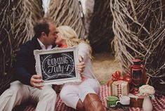 20 Ways to Announce Your Pregnancy During the Holidays via Brit + Co.