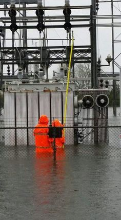 Lineman are always there Electrical Lineman, Electrical Safety, Electrical Engineering, Lineman Love, Power Lineman, Electrician Humor, Funny Images, Funny Pictures, Safety Fail