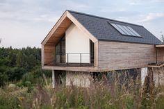 Die Bauherren, eine fünfköpfige Familie, wünschte sich ein barrierefreies, sonnenoptimiertes Niedrigenergiehaus, das einen starken Bezug zwischen Innen und Außen schafft. https://www.homify.de/ideenbuecher/33471/die-moderne-arche