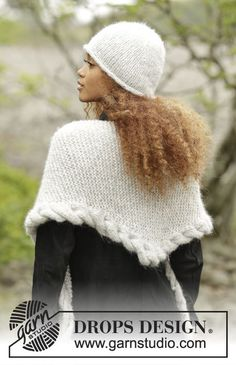 Set consists of: Knitted DROPS hat in Cloud or Air and shawl worked from side to side in garter st with cable edge in Cloud or Air. Free knitting pattern by DROPS Design.