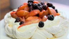 BBc food_Spiced blackberry, pear and apple pavlova_Lorraine Pascale Macarons, Christmas Pavlova, Best Red Wine, Cupcakes, Great Desserts, Fall Desserts, Dessert Recipes, Serving Plates, Other Recipes