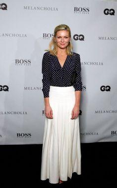 Kirsten Dunst - Long White Skirt and B&W Polka Dot Blouse