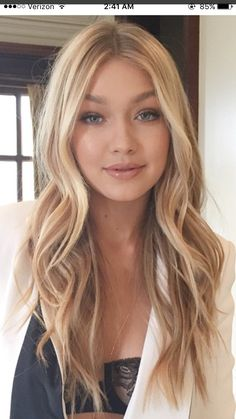 Warm Blonde Hair Shades Perfect for Brightening Your Locks This Spring Long Hair Waves, Brown Blonde Hair, Warm Blonde, Blonde Waves, Golden Blonde Hair, Natural Blonde Color, Beachy Blonde Hair, Natural Blonde Highlights, Short Hairstyles