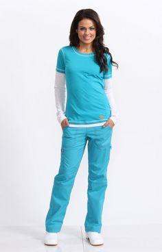 Very cute bright scrubs. Scrubs Outfit, Scrubs Uniform, Spa Uniform, Koi Scrubs, Cute Scrubs, Medical Uniforms, Work Uniforms, Medical Scrubs, Nursing Scrubs
