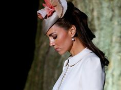 J'ai lu l'article L\'inquiétude grandit autour de l\'état de santé de Kate Middleton sur http://www.closermag.fr/stars/royaute/kate-middleton-enceinte-son-etat-de-sante-ne-s-ameliore-pas-408596
