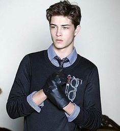 Francesco Locatteli ( hijo del dueño de la cost) El sexy. Promedio: 8 Grupo: Los populares