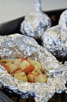 Foil Potato Packets on the Grill ~ Hubby does these and they are oooohhhh, so yummy! Foil Potatoes, Foil Packet Potatoes, Roasted Potatoes, Potato Dishes, Potato Recipes, Good Food, Yummy Food, Tasty, Yummy Eats
