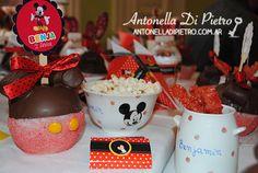 Mickey apple, vajilla pintada, detalles personalizados http://antonelladipietro.com.ar/blog/2013/05/mickey-mouse-sole-villarreal/