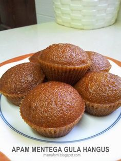 MamaFaMi's Spice n Splendour: Apam Mentega Gula Hangus Steamed Sponge Cake Recipe, Steamed Cake, Sponge Cake Recipes, No Bake Desserts, Just Desserts, Donuts, Malaysian Dessert, Cassava Cake, Asian Cake