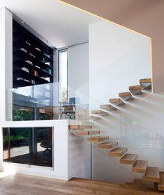 Idee design scale moderne, effetto sospeso - legno e vetro temperato per una casa moderna e originale