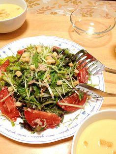 こんばんは!  サラダです! ドレッシングはオリーブオイル、レモン汁、ニンニク、塩コショウで作りました。 ツナ缶も入ってます( ̄▽ ̄) クルトン高かったー(笑)  ごちそうさまでした〜(  `ω´) - 117件のもぐもぐ - サニーレタスと水菜のサラダ by takenoko103