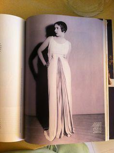 Elsa Schiaparelli fotografiada por Man Ray en 1934, reportaje Harpers Bazar España mayo 2012