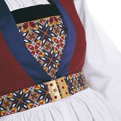 Bilderesultater for fanabunad bringeduk Hardanger Embroidery, Folk Embroidery, Cross Stitch Embroidery, Embroidery Patterns, Folk Costume, Costumes, Safari, Going Out Of Business, Bridal Crown