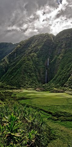 Waimanu falls, Hawaii