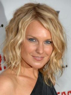Must Try Gorgeous Hair Styles For Short And Thin Hair - CURLY SHORT HAIR