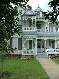 creativemuggle:    Gingerbread house in Waxahachie, TX