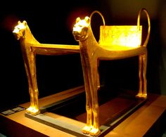 Ritual bed in the form of lions from Tutankhamun´s tomb (by Thomas T.)